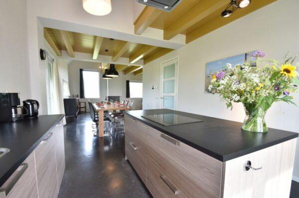 villa zeedijk moderne keuken